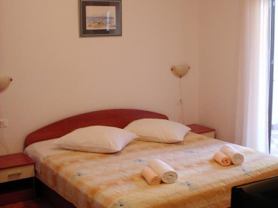 01.bed_app103(apartments_brajkovic_zivogosce_Croatia)