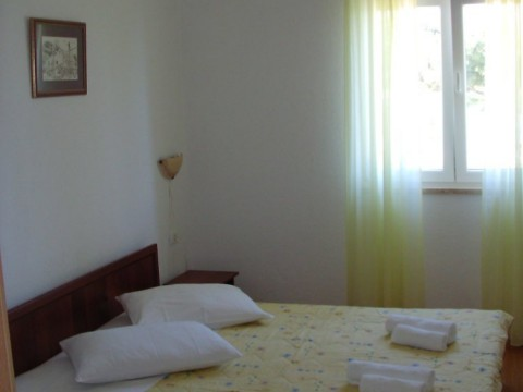 01.bedroom_app104(apartments_brajkovic_zivogosce_Croatia)